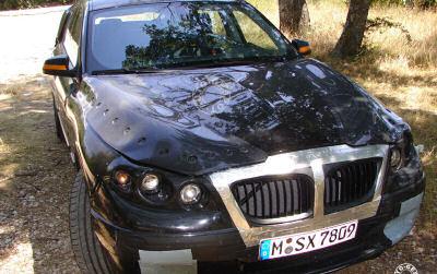 Un prototype bien camouflé de BMW V5 a été surpris par Autogespot, révélant la forme générale de cette BMW V5.